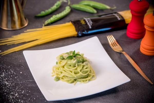 Spaghetti con piselli e pollo